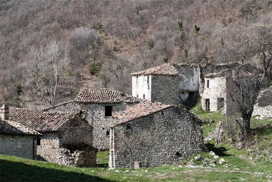 le-citta-fantasma-in-italia-da-visitare-valle-piola-1