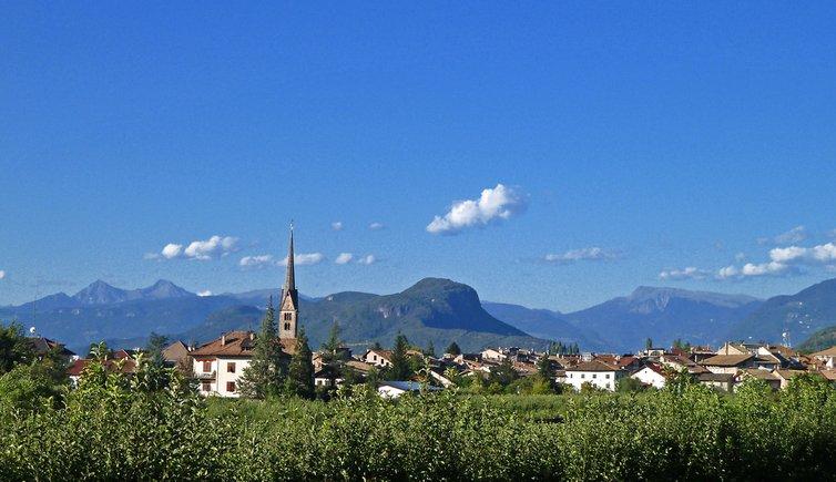 Egna, un Borgo Antico tra le Bellissime Montagne