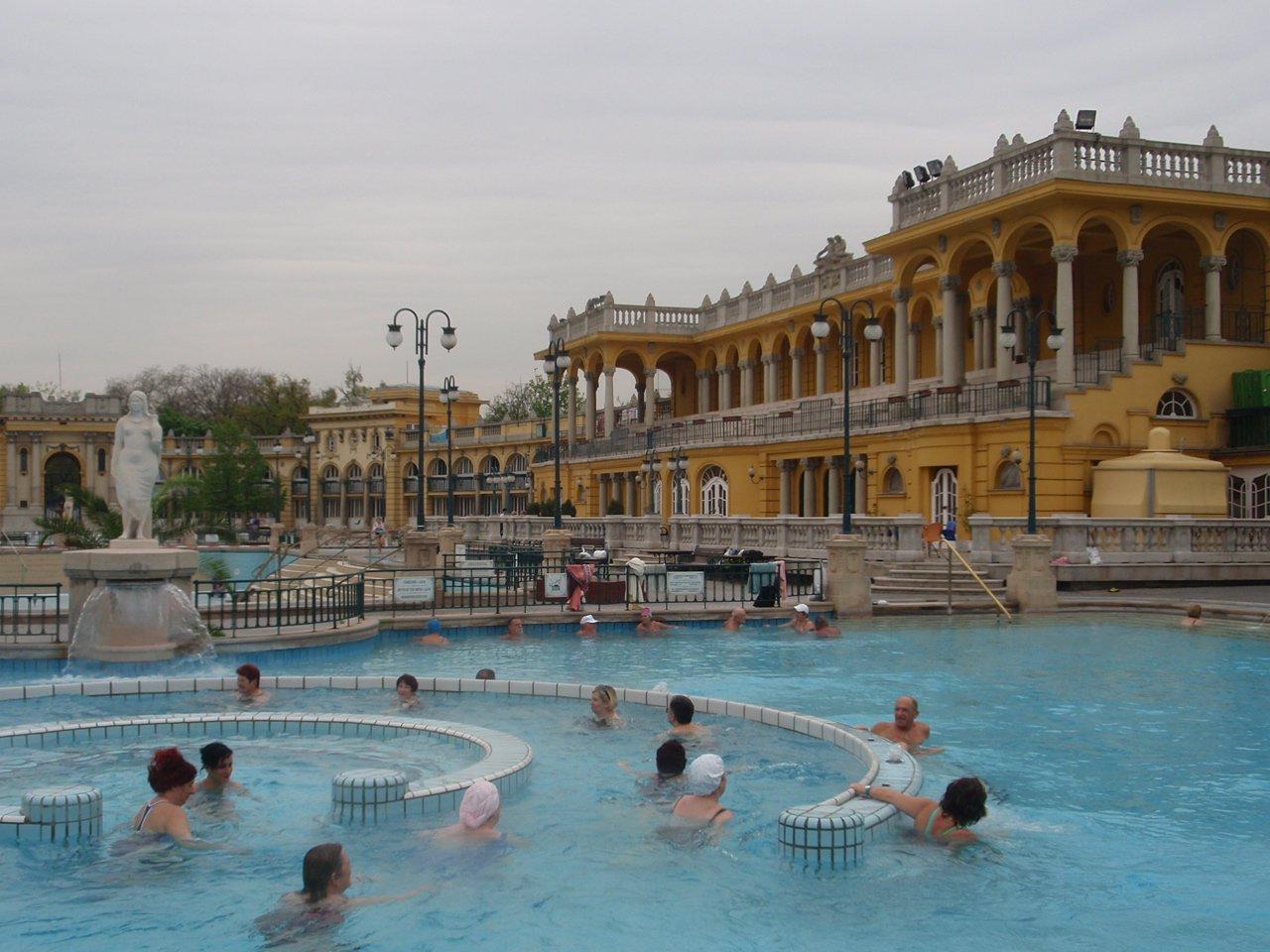 Bagni Termali Di Rudas Budapest : Le terme di budapest una città piena di bellezza e di acqua termale