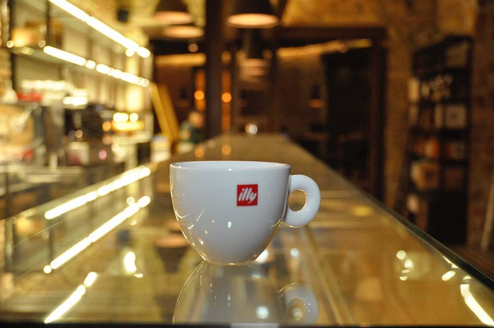 Apericena a Ostiense e bar caffe Illy: Modo